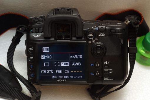 Цифровой полупрофессиональный зеркальный фотоаппарат Sony alpha 700.